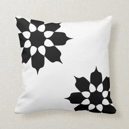 Almohada de tiro floral blanco y negro de las