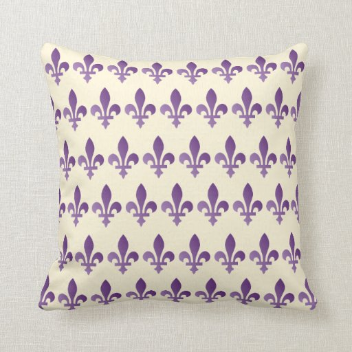 Almohada de tiro floral de Cornsilk de la flor de