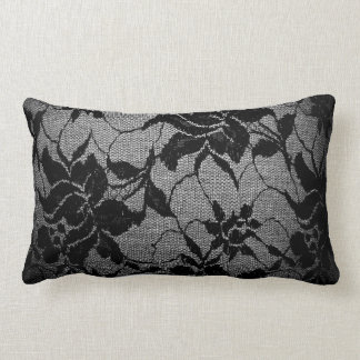 Almohada de tiro floral negra del cordón