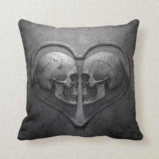 Almohada de tiro gótica del corazón del cráneo