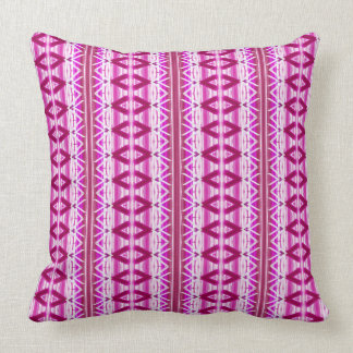 Almohada de tiro modelada blanca y rosada