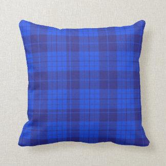 Almohada de tiro muy azul de la tela escocesa