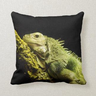 Almohada de tiro noble de la iguana