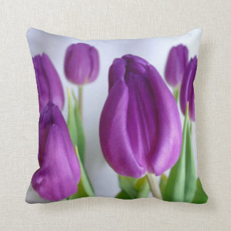 Almohada de tiro púrpura del tulipán