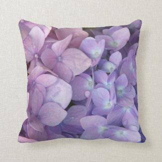 Almohada de tiro púrpura y rosada del Hydrangea