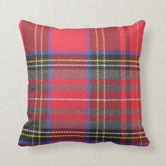 Almohada de tiro roja de la tela escocesa de tartá