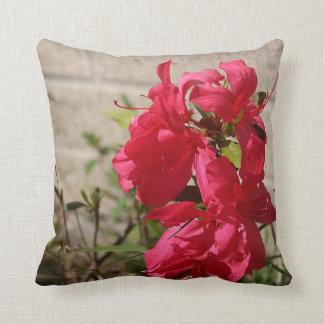 Almohada de tiro roja de los flores de la