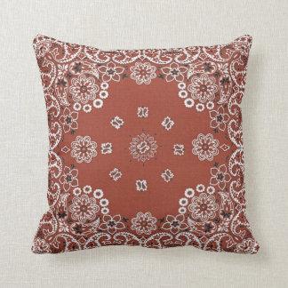 almohada de tiro roja del pañuelo de Paisley
