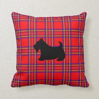 Almohada de tiro roja del perro de Terrier Scotty Cojín Decorativo