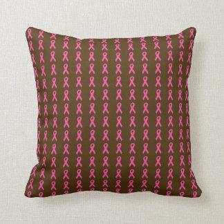 Almohada de tiro rosada de las cintas