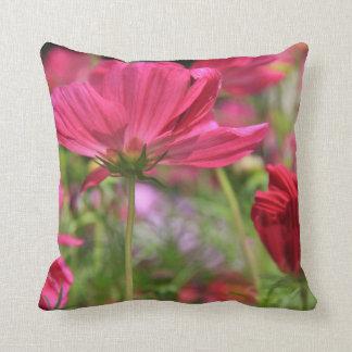 Almohada de tiro rosada de los Wildflowers