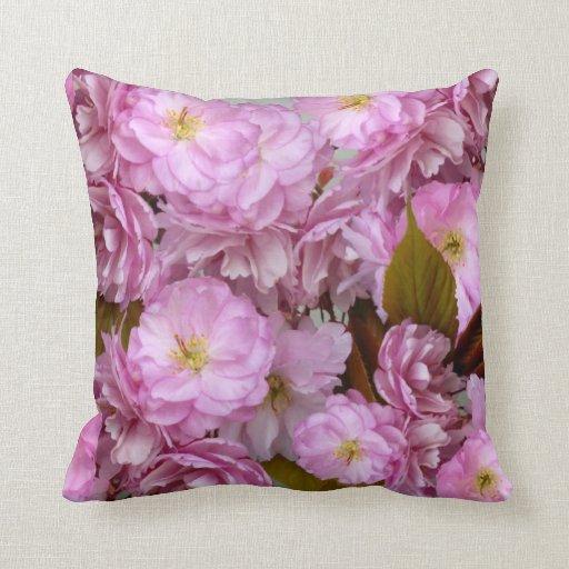 Almohada de tiro rosada del ~ del flor