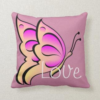 Almohada de tiro rosada linda de la mariposa