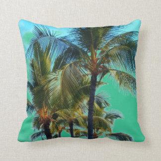 Almohada de tiro tropical de la palmera