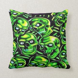 Almohada de tiro verde de los cráneos