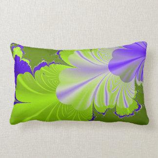 Almohada de tiro verde y púrpura de la hoja