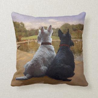 Almohada de trigo y negra de Terrier del escocés