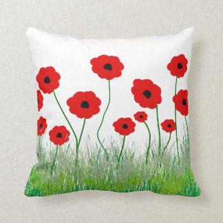 Almohada decorativa de las amapolas rojas