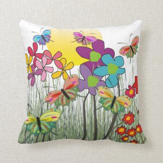 Almohada decorativa de las flores artsy caprichosa