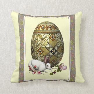 Almohada decorativa del conejito y del huevo