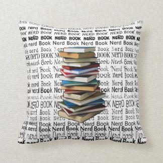 Almohada decorativa del empollón del libro