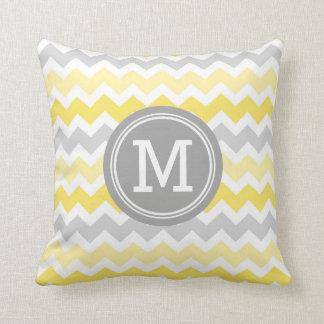 Almohada decorativa del monograma gris amarillo de