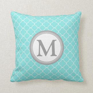 Almohada decorativa del monograma gris de Quatrefo