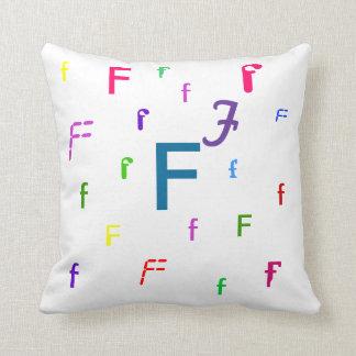Almohada decorativa F de la letra del alfabeto