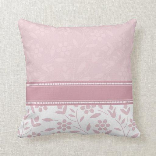 Almohada decorativa floral del rosa y blanca