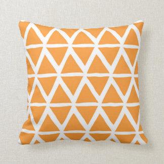 Almohada decorativa geométrica de los triángulos