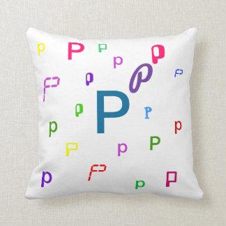 Almohada decorativa P de la letra del alfabeto