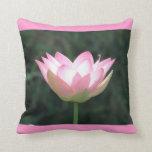 Almohada decorativa rosada de Lotus
