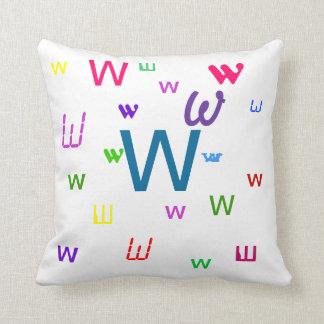 Almohada decorativa W de la letra del alfabeto