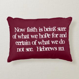 """Almohada del acento de la escritura de la """"fe"""""""