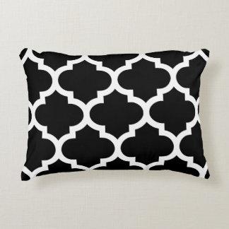 Almohada del acento de Quatrefoil - diseño blanco