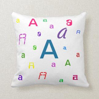 Almohada del alfabeto - las letras decorativas