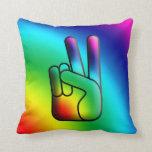 Almohada del arco iris de la muestra de la mano de