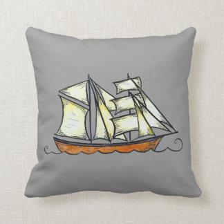 Almohada del barco pirata (silueta de la nave del