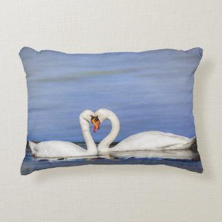 Almohada del cisne del amor del invierno cojín