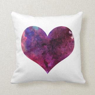 Almohada del corazón de la acuarela
