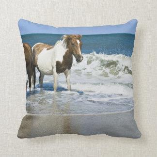 Almohada del diseño de la nadada del caballo