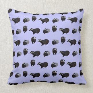 Almohada del frenesí del tejón (lila)