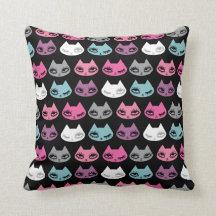 Almohada del gatito por la pelusa