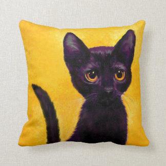 almohada del gato negro