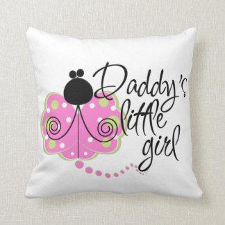 Almohada del juego de la niña del papá