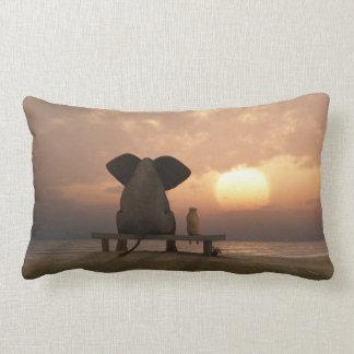Almohada del Lumbar de los amigos del elefante y