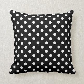Almohada del lunar en blanco y negro