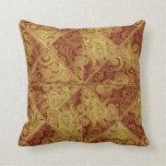Almohada del modelo del oro y de Borgoña Paisley
