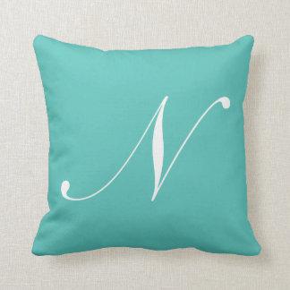Almohada del monograma de la turquesa de la letra cojín decorativo
