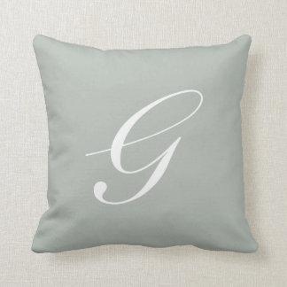 Almohada del monograma de los gris plateados de G